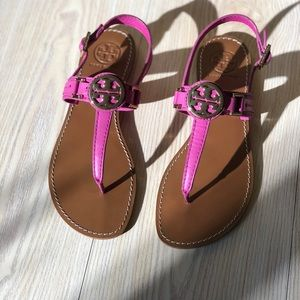 Tory Burch fuchsia calf leather sandals